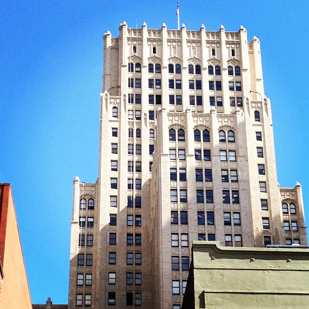 View of a San Francisco building near Pine & Kearny