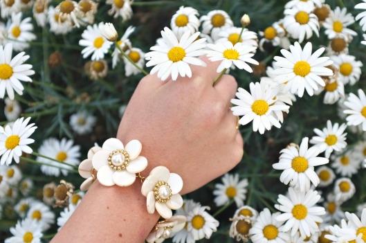 daisy bracelet, Kate Spade daisy bracelet, Kate spade pearl bracelet, Kate Spade daisy